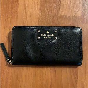 Kate Spade♠️ Wellesley Neda large black zip wallet